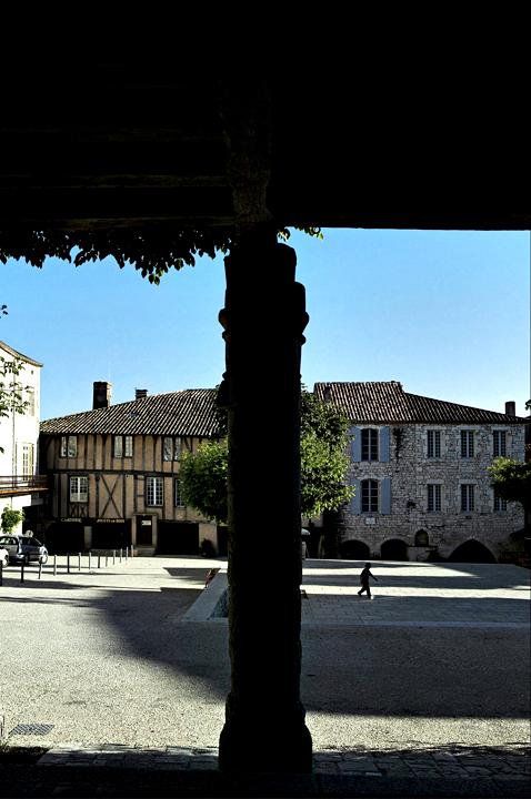 Ampliar Place des Arcades, Monflanquin